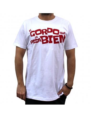 """Camiseta KASE.O """"EL GORDO QUE LA PISA BIEN"""" BLANCA"""